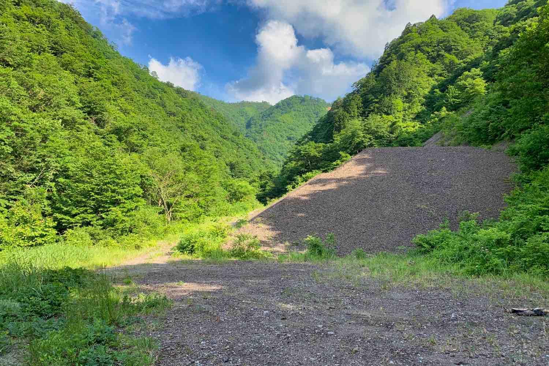 仙翁谷鉱山跡のズリ山