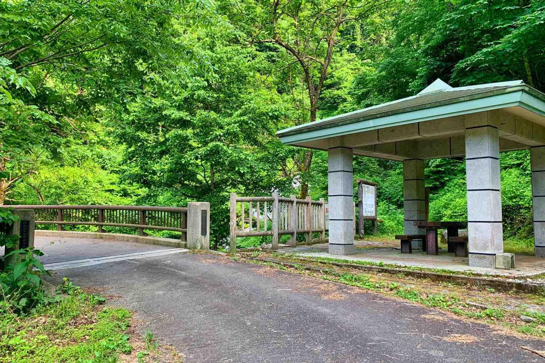 日の谷橋の休憩スペース